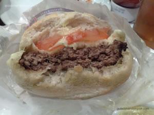Caprese (hambúrguer de fraldinha, mussarela de búfala, molho de manjericão e tomate) + bacon - Mr Jack's ou Best Burger (Shopping Paulista)