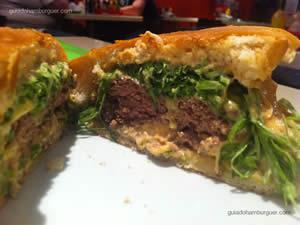 Original Burger: hambúrguer de picanha (150g), queijo, alface, cebolas picadas e um molho especial segredo da casa - Original Burger
