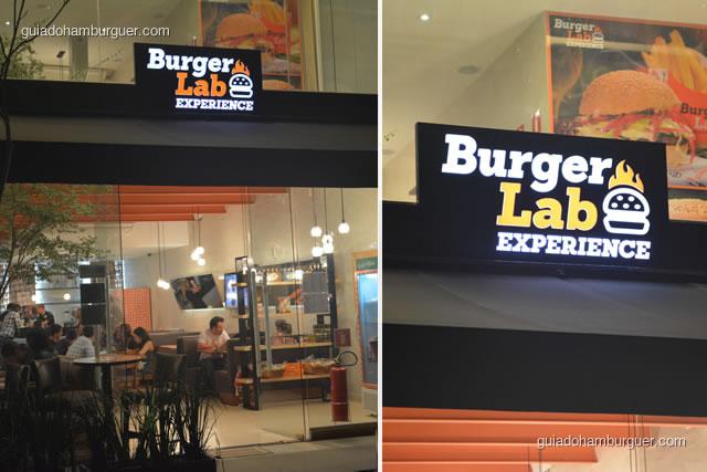 Fachada iluminada e vidros facilitam a visualização da loja - Burger Lab Experience