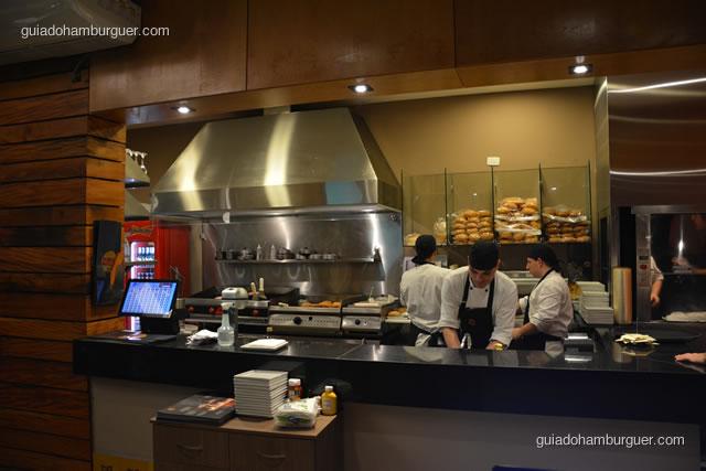 Área de preparação e montagem dos hambúrgueres - Paulista Burger