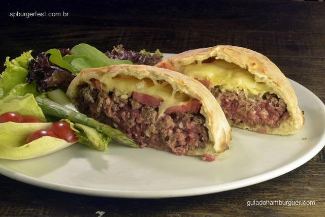 Forneria Agnelo - hambúrguer de cordeiro com queijo ementhal e rodelas de tomate na massa de pizza - SP Burger Fest 3ª edição