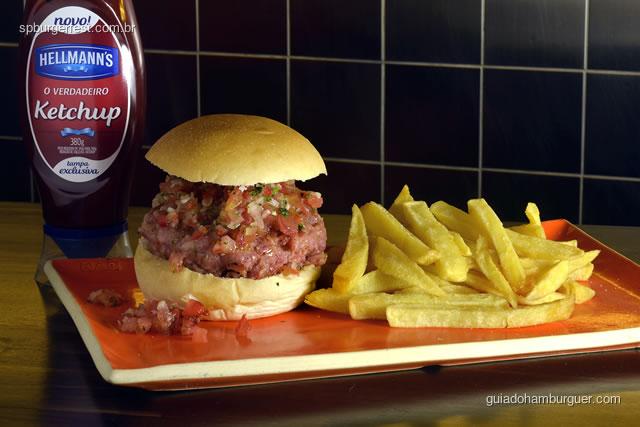 Java Burger  -  200g de calabresa fresca de javali com vinagrete picante, acompanha fritas ou salada - SP Burger Fest 3ª edição
