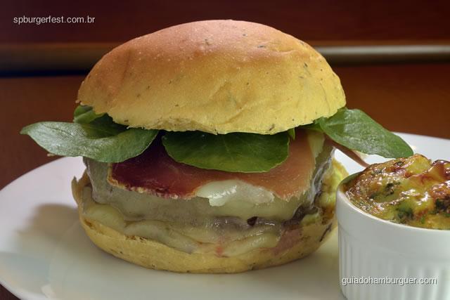 Ibérico - Hambúrguer de miolo de picanha (150g), jamon, queijo manchego, agrião e maionese de alho, servido com mini tortilha de batata.  - SP Burger Fest 3ª edição