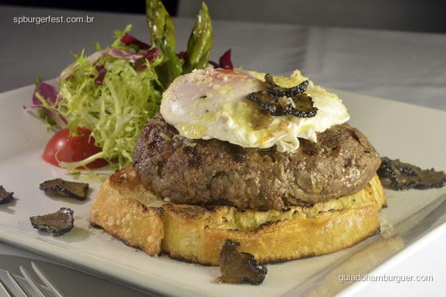 Hambúrguer de fraldinha com ovo pochê e tartufo - SP Burger Fest 3ª edição