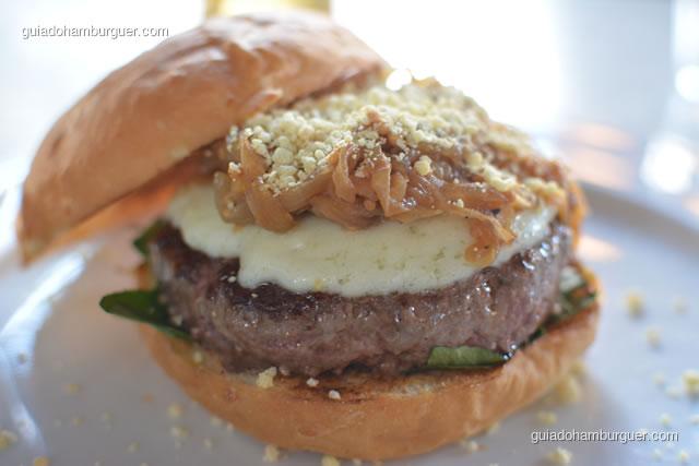 Montagem do hambúrguer impecável - Meats