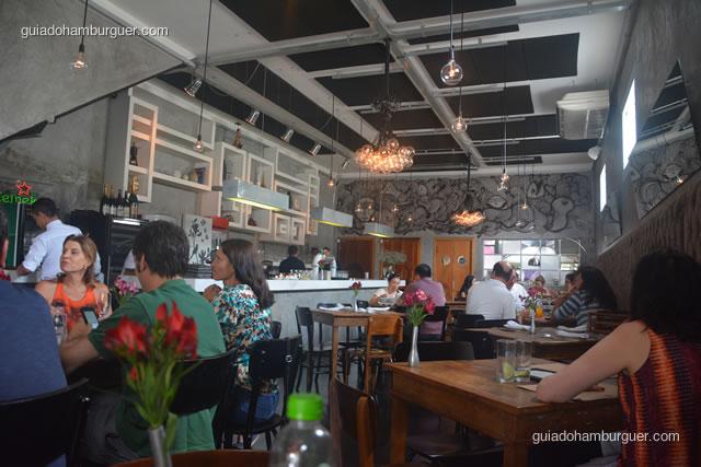 Ambiente moderno e muito bem decorado - AK Vila