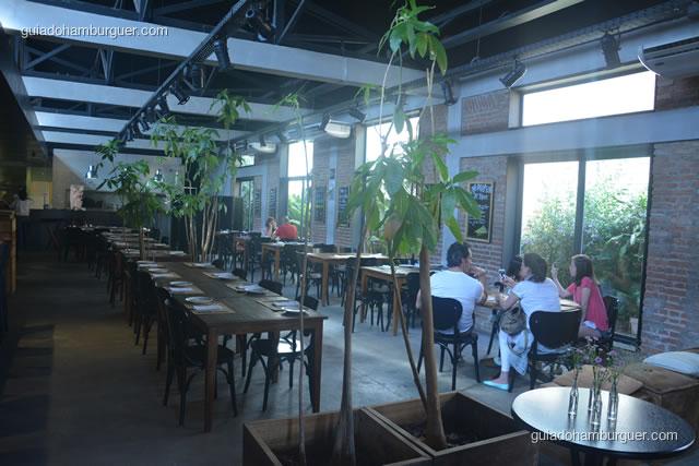 Ambiente com salão amplo - Mangiare Gastronomia