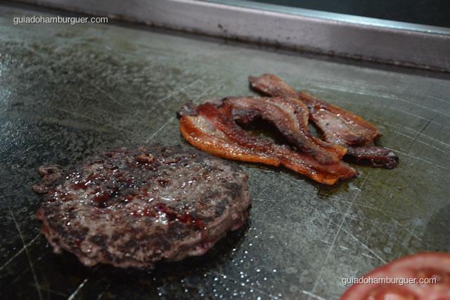 Hambúrguer e bacon prontos - Big X Picanha