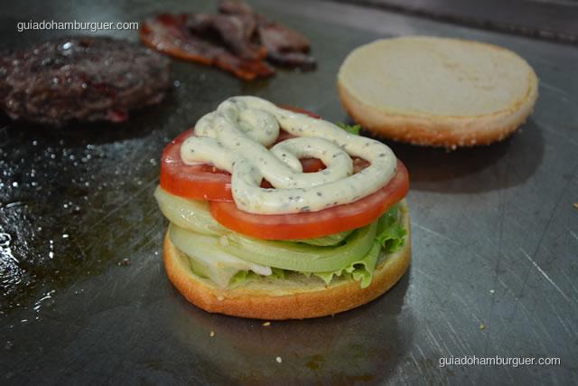 Pão, alface, tomate e maionese temperada - Big X Picanha