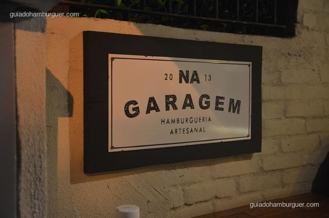 Placa de identificação - Na Garagem Hamburgueria Artesanal