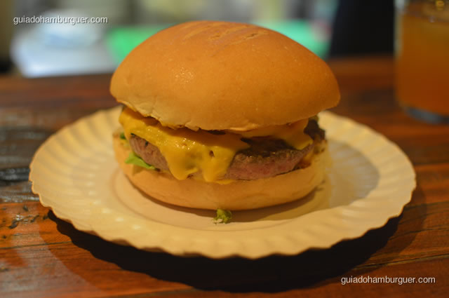 O hambúrguer ao ponto para mal passado - Na Garagem Hamburgueria Artesanal