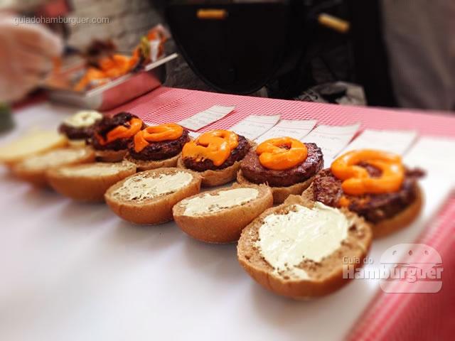 Produção em série, muitos Farofas saindo... - Butantan Food Park