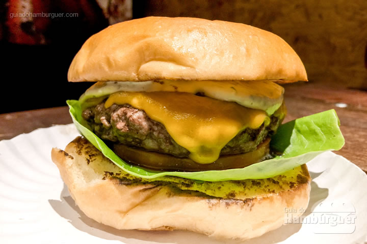 Clássico, hambúrguer, cheddar inglês, alface, tomate e maionese - Dock Burger