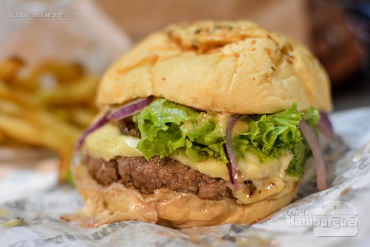 O Clássico com burger de 160g - Bucaneiros Hamburgueria Artesanal