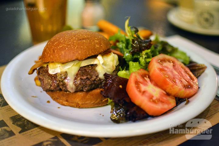 Hambúrguer e acompanhamentos - Le Jazz Brasserie