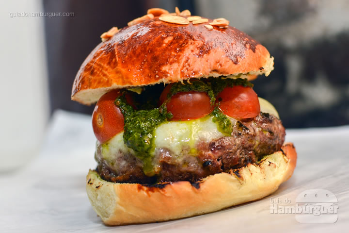 Hambúrguer Caprese - Receita de hambúrguer caprese do Burger Table