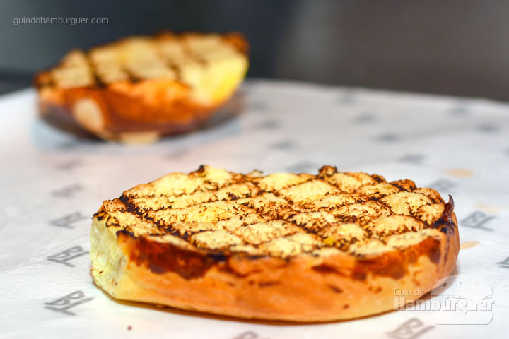 Pão selado - Receita de hambúrguer caprese do Burger Table
