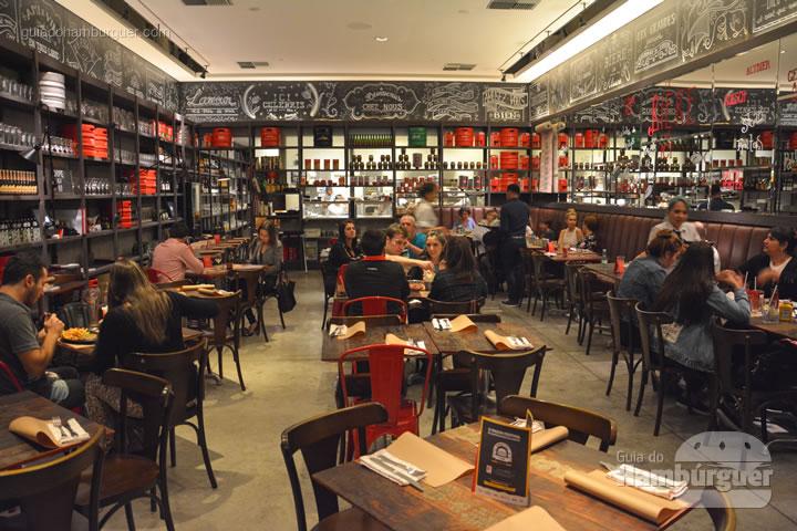 Ambiente do salão principal - ICI Brasserie