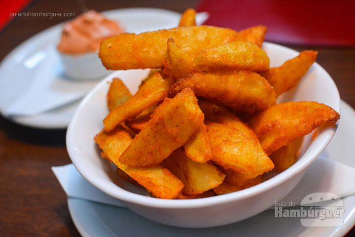 Batatas rústicas com maionese de páprica - Chip's Burger