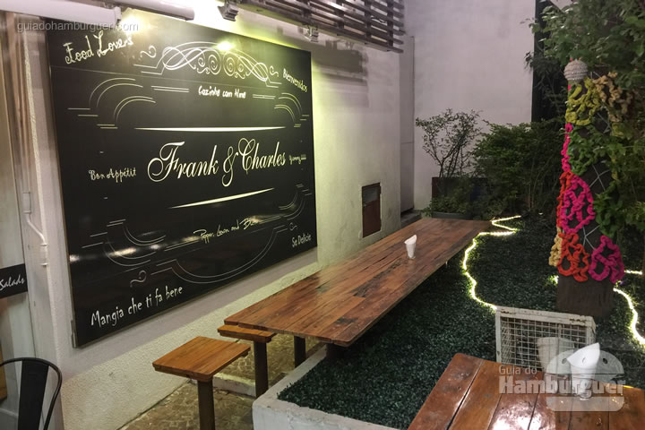 Ambiente externo - Frank & Charles