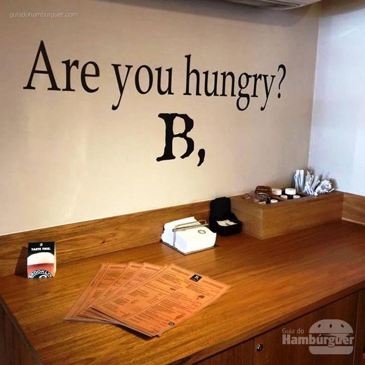 Voc6e está com fome? - B, de Burger por Lelê Gianetti