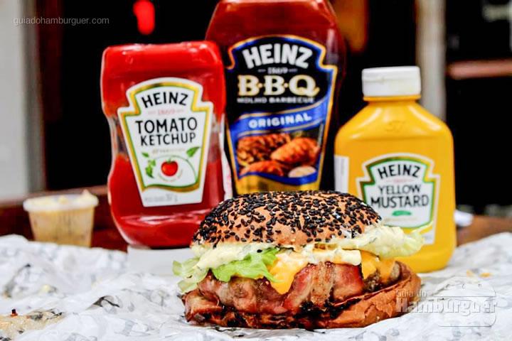B, de Bárbaro - B, de Burger por Lelê Gianetti