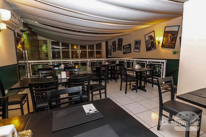 Ambiente renovado do piso superior - Rodízio de hambúrguer na Hamburgueria Artesanal