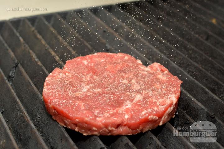Carne vermelhinha e fresca - Burger Shop
