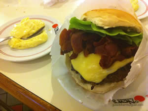 New`s Burger: cheese salada (x-salada) bacon de 180g
