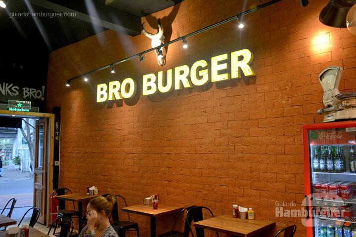 Ambiente - Novo cardápio Bro Burger