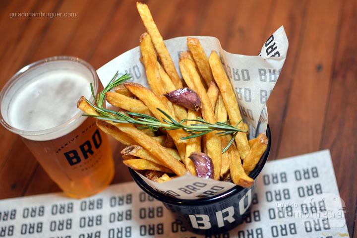 Fritas e chopp - Novo cardápio Bro Burger