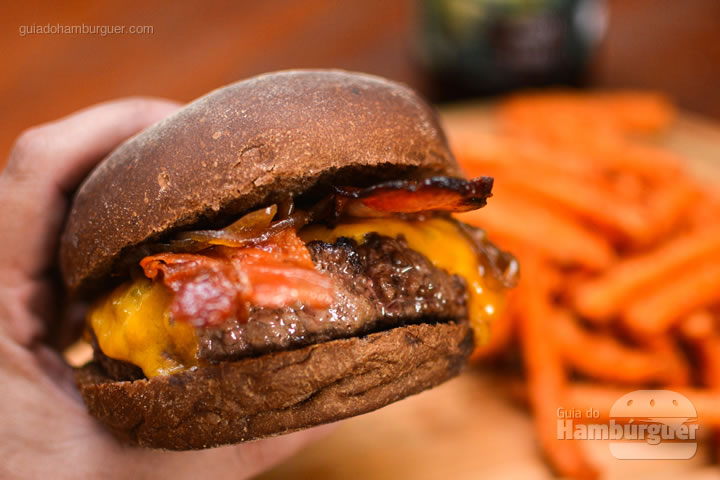 Hora do burger - Bendito Rock Burger, hamburgueria e cervejaria artesanal
