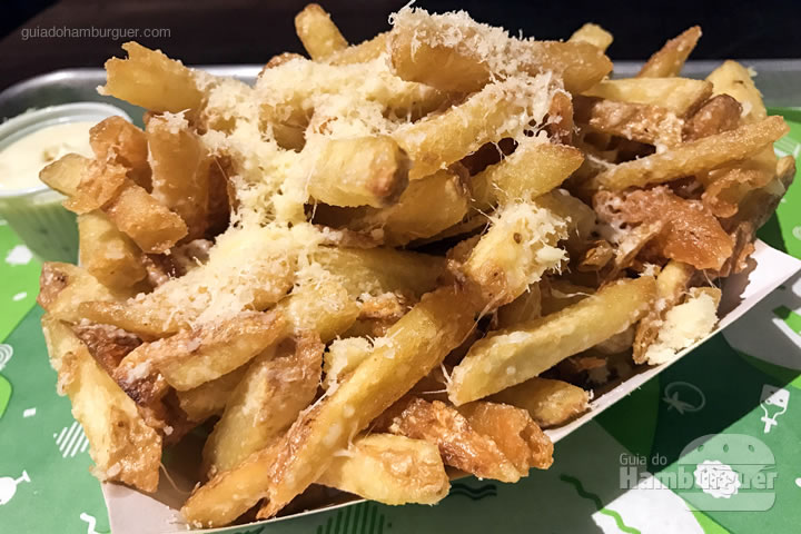 Batatas trufadas (truffle fries) - Cabana Burger