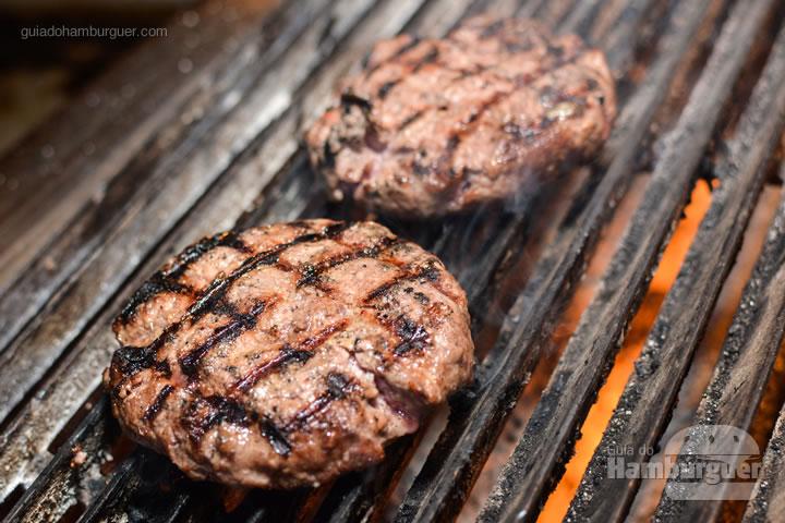 Burgers na churrasqueira - Stage Burger