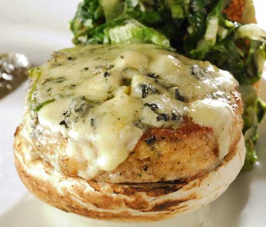 Brooklin: PJ`s Chicken Burger, gorgonzola e escarola refogada ao alho