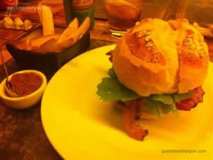 Rothko (Serra da canastra, folhas de mostarda e bacon) - Rothko Restaurante
