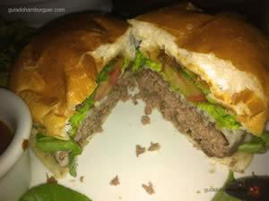 Market Original Burger, com hambúrguer de 180g, agrião, queijo mozzarella, bacon defumado, tomate e molho barbecue da casa por R$ 27,00 - Butcher`s Market