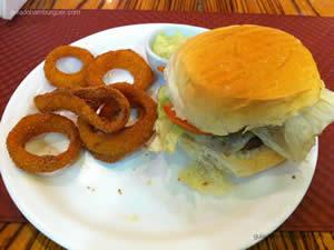 Jig`s Burger, hambúrguer com queijo, bacon fatiado, alface, tomate e maionese - Jig`s Shopping Ibirapuera