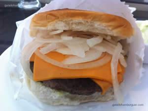 Picanha Burger (180g) com cheddar, cebola e maionese à parte - Nations Burgers & Salads