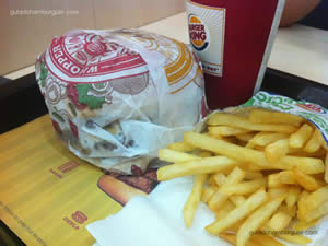 Mega BK Stacker Quádruplo, fritas e refrigerante - Burger King